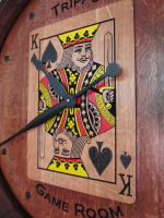 A2-King-Of-Spades-Wine-Clock-Detail